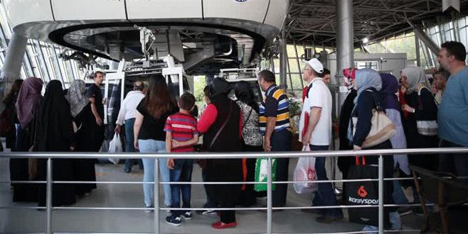 Bursalılar Türk bayraklarıyla teleferiğe akın etti