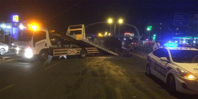 Zırhlı polis aracı kaza yaptı: 1 yaralı