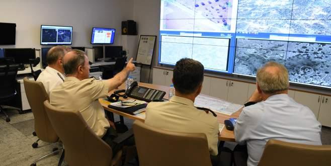 Komutanlar harekat merkezinden takip ediyor