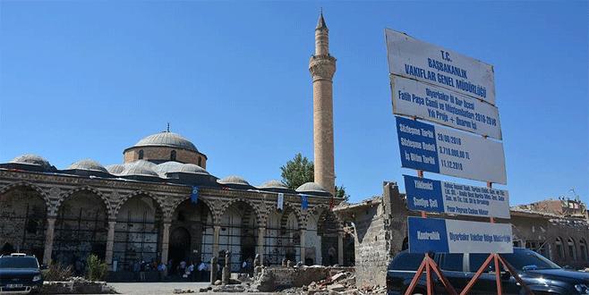 Teröristlerin ateşe verdiği tarihi camide restorasyon