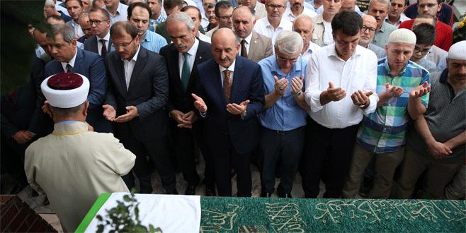 Bakan Müezzinoğlu Bursa'da cenaze törenine katıldı