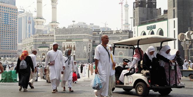 Yüzbinlerce kişi Mekke'ye giremedi