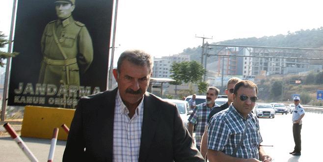 Mehmet Öcalan ve bir avukat İmralı'da