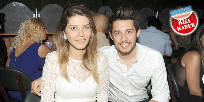Ünlü çift Bursa'da nişanlandı
