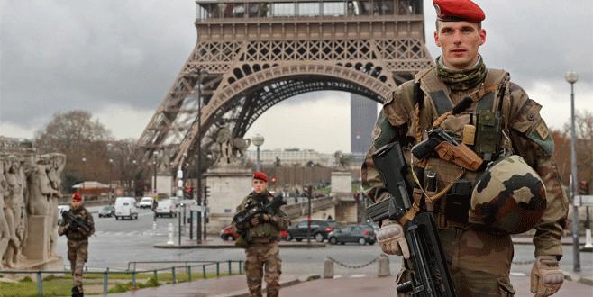 Fransa'da 15 bine yakın kişi izleniyor