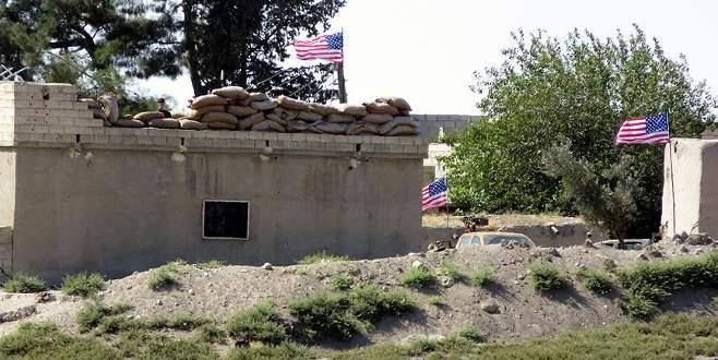 PYD 'karargahı'na asılan ABD bayrakları halen yerinde