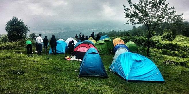 Otostopla Uludağ'a kamp yapmaya geliyorlar