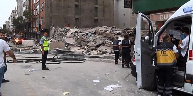 Daha önceden boşaltılmış 5 katlı bina çöktü