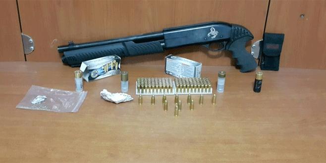 Bursa'da şüpheli araçtan uyuşturucu ve silah çıktı