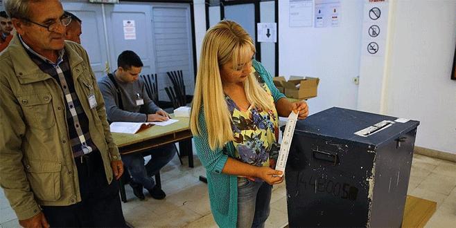 'Anayasaya aykırı' referandumda oy verme işlemi başladı