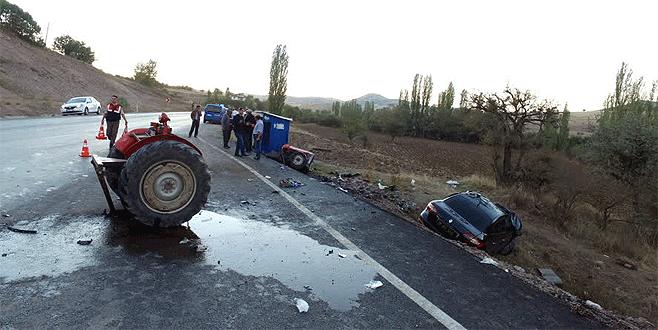 Feci kazada traktör ikiye bölündü: 6 yaralı