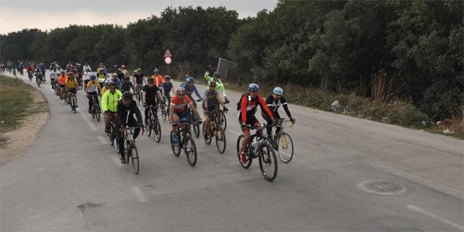 Bursalı bisikletçiler kalp için pedal çevirdi