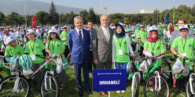 Büyükşehir'den başarılı öğrencilere bisiklet