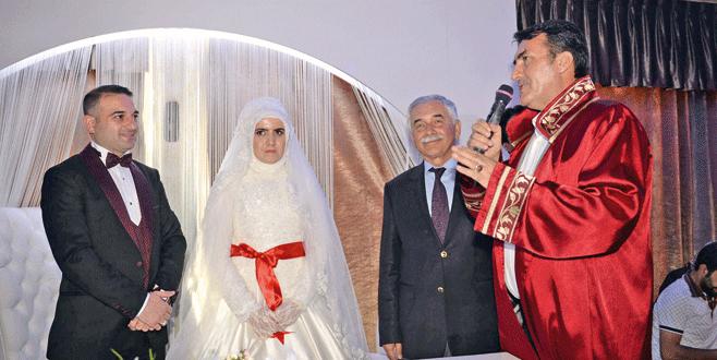 Nikah memurunun nikahını Dündar kıydı