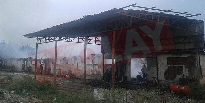 Bursa'da mobilya fabrikasında yangın