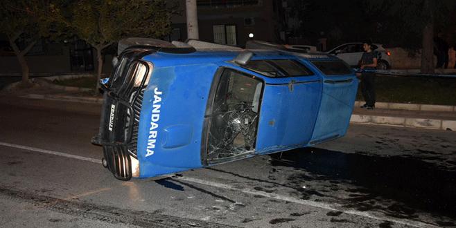 Askeri personel aracı kaza yaptı