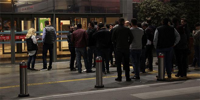 Bursa'da gece yarısı iPhone 7 kuyruğu