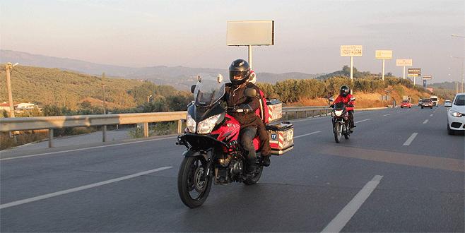 Öğretmen çift okullarına 2 ayrı motosikletle gidip geliyor