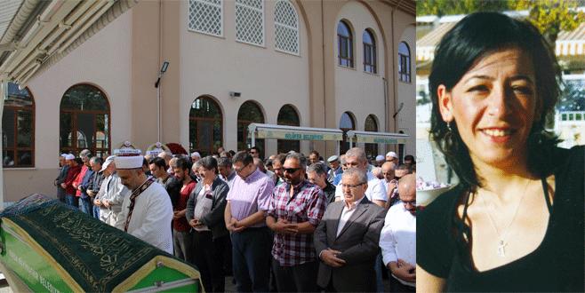 6 kişiyi hayata bağlayan annenin cenazesinde gözyaşları sel oldu