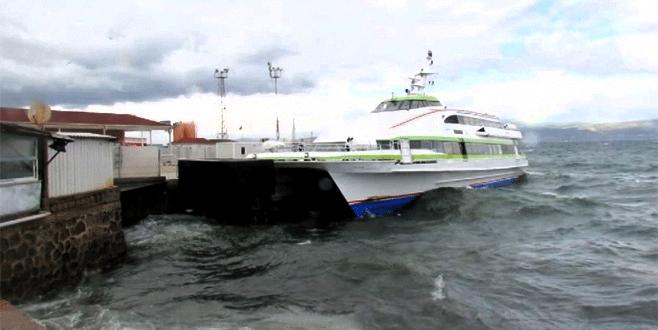 Bursa'da fırtına deniz ulaşımını vurdu