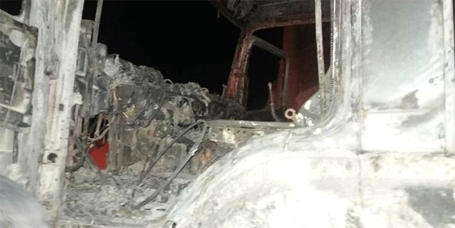 Bursa'da park halindeki kamyon küle döndü