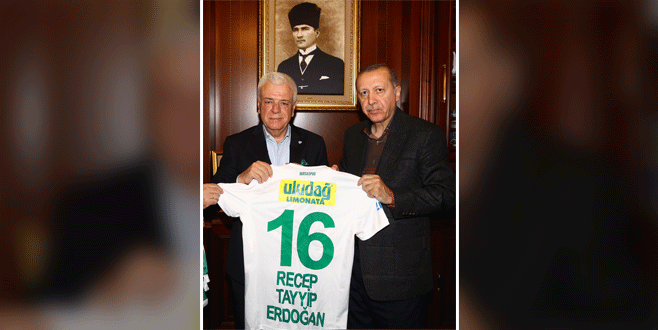 Cumhurbaşkanı Erdoğan'a 'Bursaspor forması' hediyesi