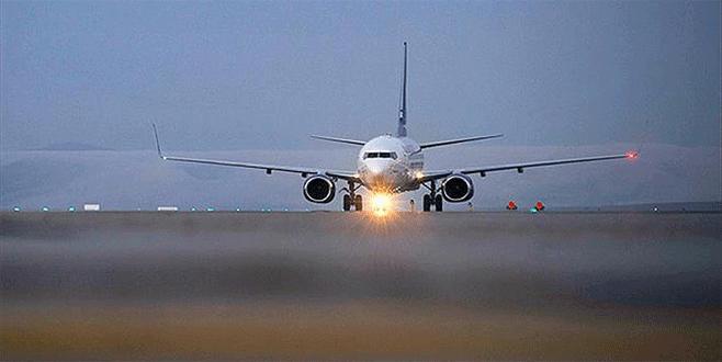Darbeciler havalimanını araç farlarıyla aydınlatmak istemiş