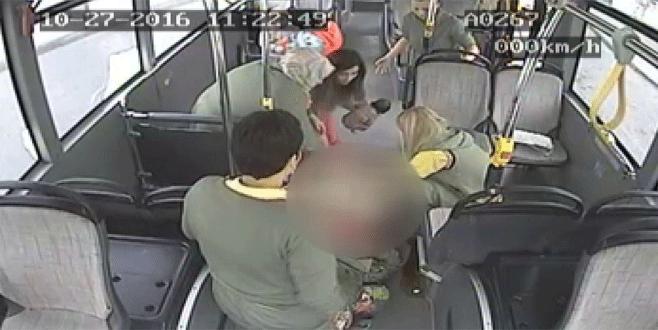 Suriyeli kadın otobüste doğurdu