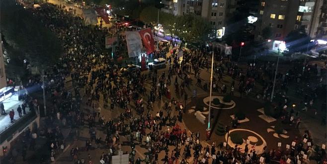 Nilüfer'de binlerce kişi Cumhuriyet için yürüdü