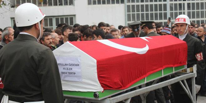 Bursa'da kazada ölen gence askeri tören