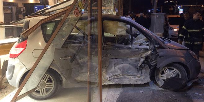 Bursa'da iki otomobil çarpıştı: 12 yaralı