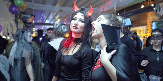 Bursa'yı cadılar bastı