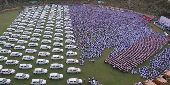 Çalışanlarına 400 daire 1260 otomobil verdi