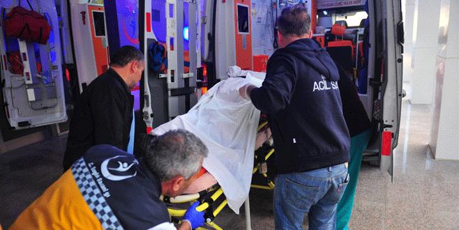 Bursa'da minibüs ile otomobil çarpıştı: 3 yaralı