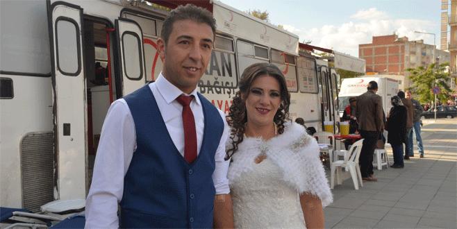 Bursa'da gelin ve damattan örnek davranış
