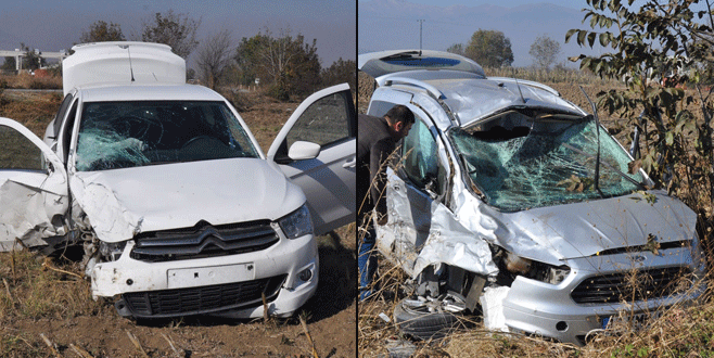 Bursa'da iki araç kafa kafaya çarpıştı: 2 yaralı