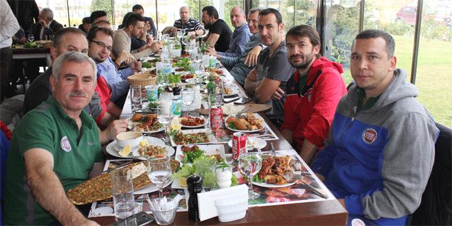 Özdemiroğlu'ndan jest