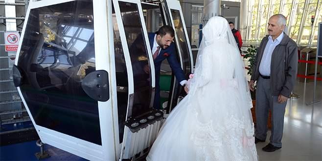 Teleferikte evlendiler