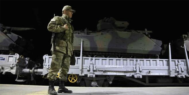 Sınıra zırhlı araç takviyesi sürüyor