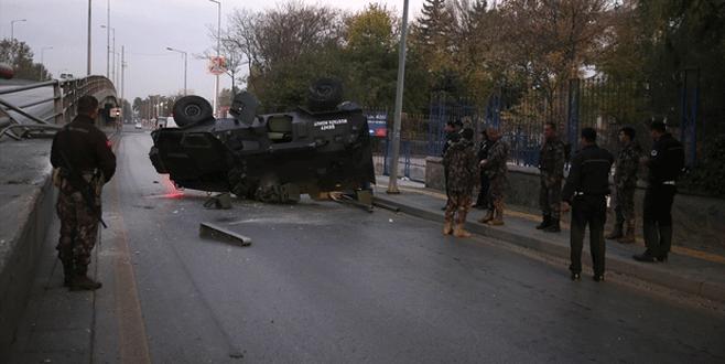 Zırhlı polis aracı üst geçitten düştü: 3 yaralı