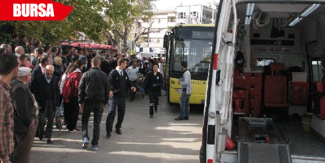 Otobüsten inerken kapıya kıyafeti takılan kadının ayağı ezildi