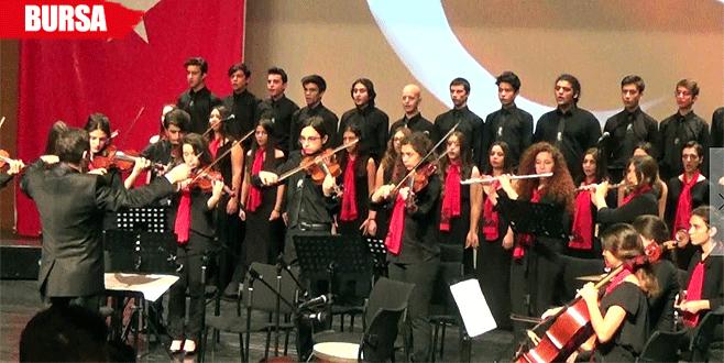 Lise öğrencileri Atatürk'ün sevdiği şarkıları seslendirdi