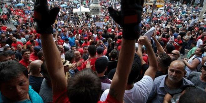 Brezilya'da memurlar meclisi bastı