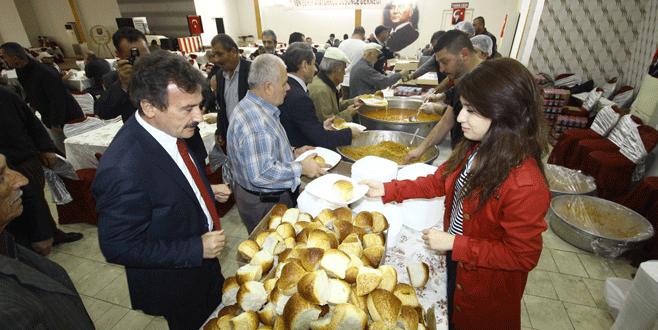 Yenişehir'de Atatürk'ü anma yemeğine büyük ilgi