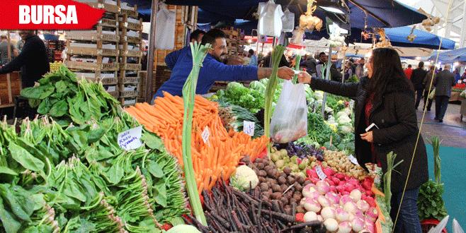 Meyve sebze bol, fiyatlar uygun