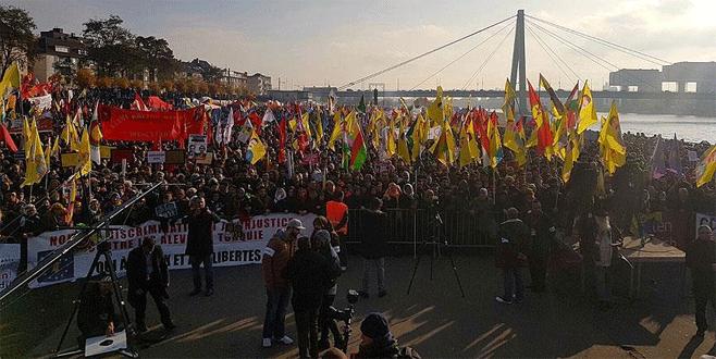 Almanya'da PKK yandaşları polise saldırdı