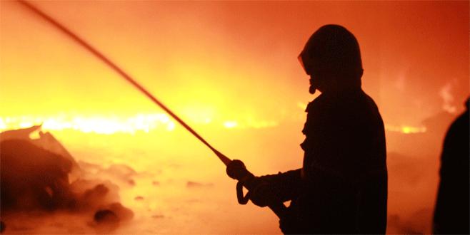 Husumetlisinin iş yerini ateşe verdi