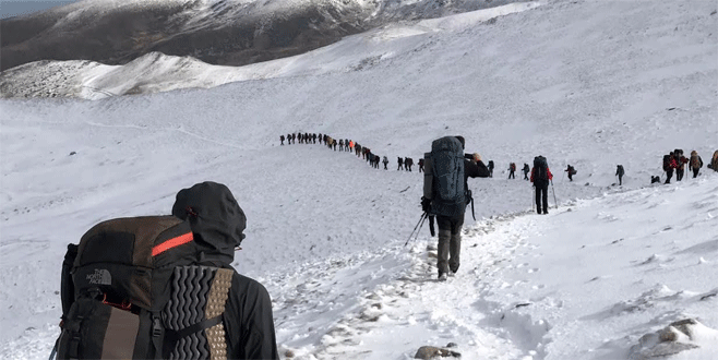 Bursalı dağcılardan vefa tırmanışı