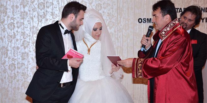 Müslüman olan gelinin nikahını Başkan Dündar kıydı