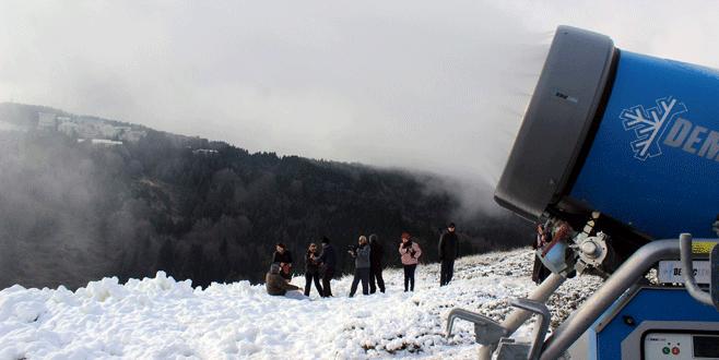 Uludağ'a mevsiminden önce kar yağdırdılar